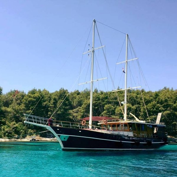 explore the pearls of the Adriatic Sea by cruising with the Gulet Altair