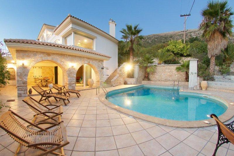 Villa Mantenuta, 4 Bedroom with private pool, BBQ and stunning sea view, location de vacances à Atheras