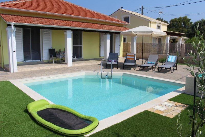 Unsere kleine Villa und es ist privater Pool ....