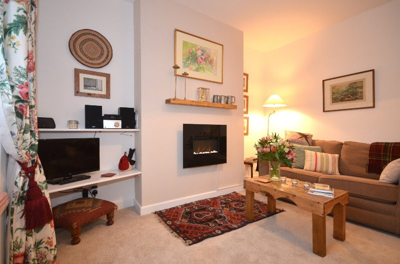 Fabulous Mews cottage, central Wells, sleeps 3, private parking, near Cathedral, location de vacances à Wells