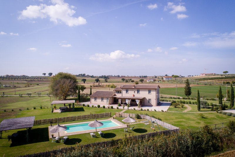 La Rugantina, beautiful villa in the countryside with stunning view on Cortona., vacation rental in Creti