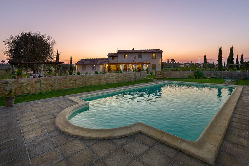 La Rugantina, Tuscan Farmhouse with large swimming pool, vacation rental in Creti