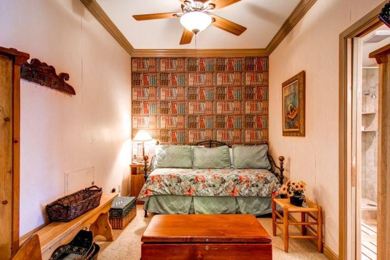 121205_East-West-Resorts_17 SA 222_HDReal_lo.jpg