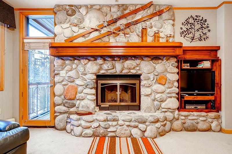Highlands-Lodge-300-Living4.jpg