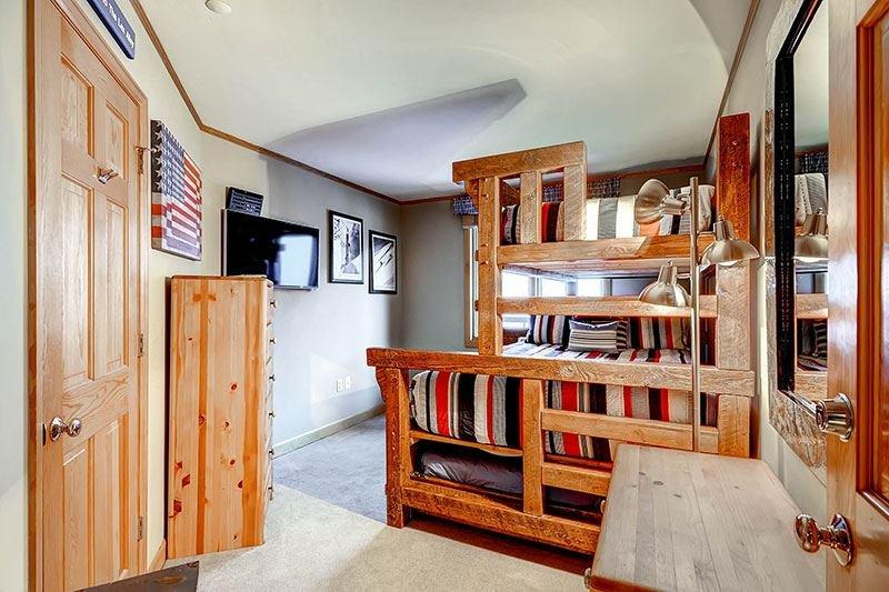Highlands-Lodge-300-Capitani-castello-1.jpg