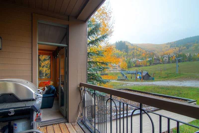 18-Highlands-Lodge-300-Deck-2.jpg