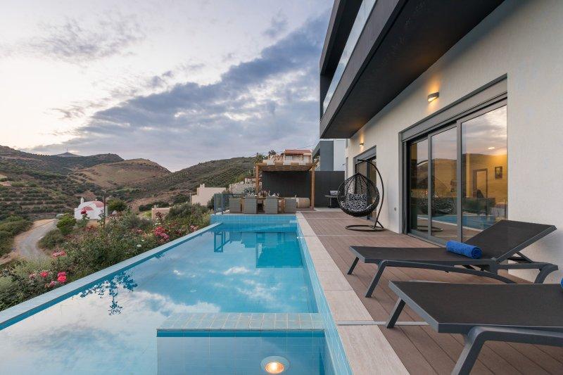 Villa Elli with private pool, casa vacanza a Almirida