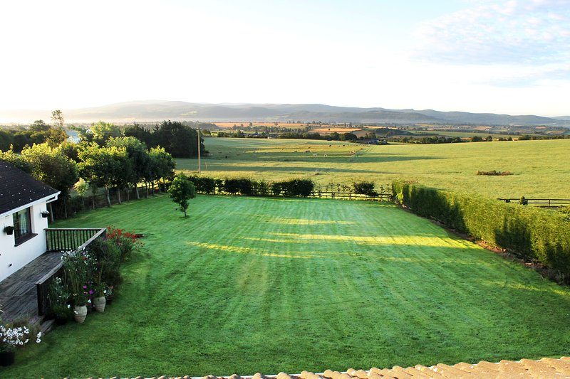 Large house in scenic location near Clonmel, vacation rental in Tipperary