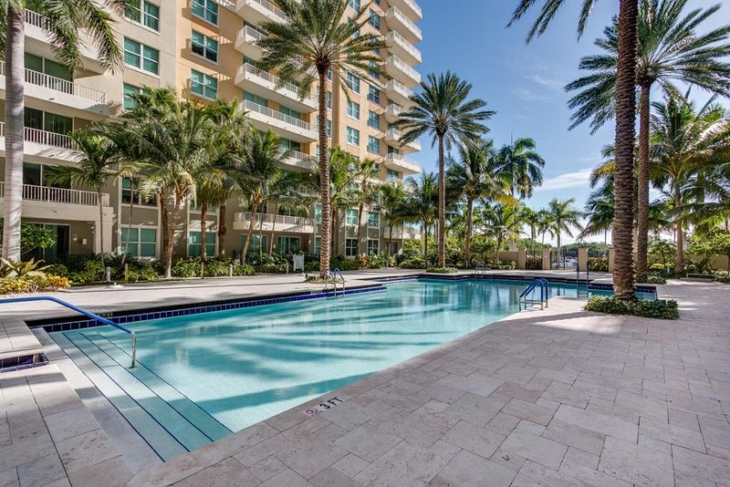 Stunning Water View/Pool/Beach Apartment / 2 Bdrm, 2 Bath, Sleep 6, holiday rental in Boynton Beach