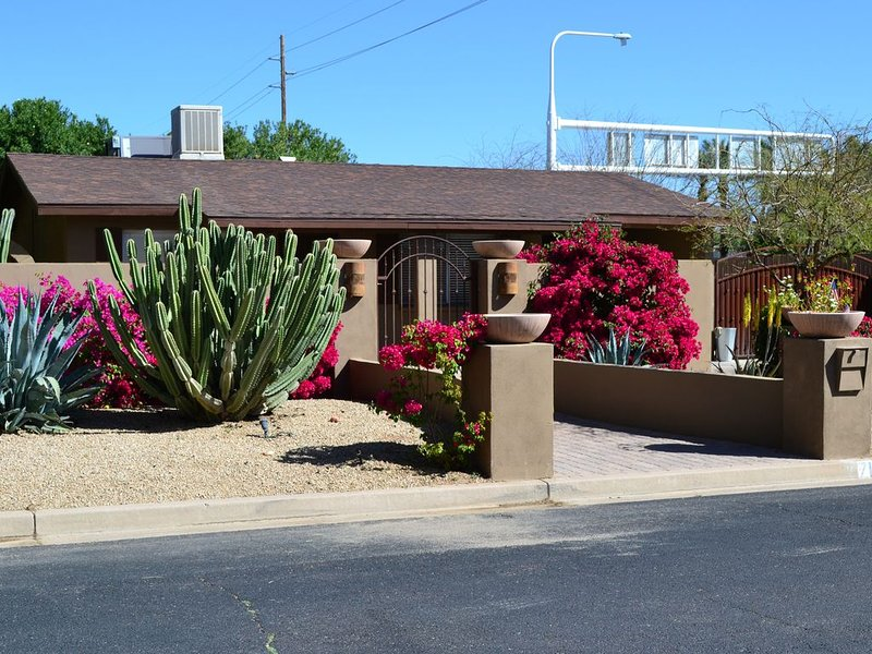 3 Bedroom, Resort Like New Pool & Spa, Outdoor Kitchen, Downtown Scottsdale, vacation rental in Paradise Valley