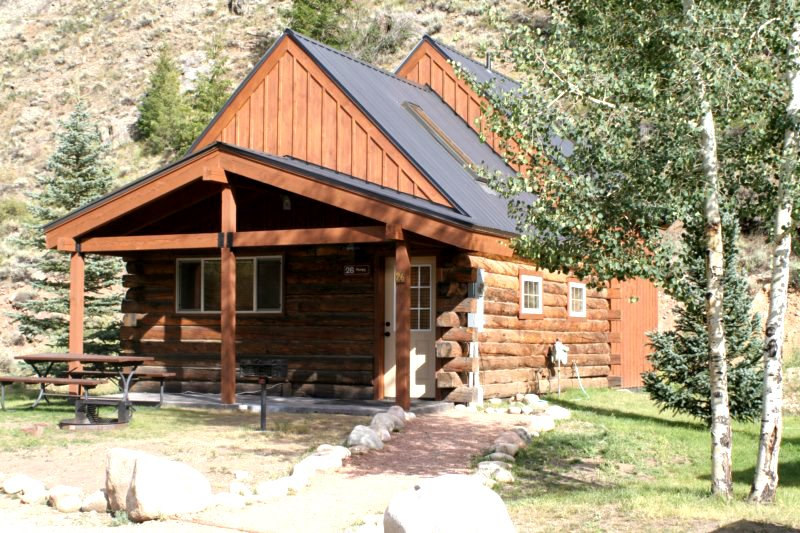 Gorgeous 1 BR Cabin with Large Loft at Three Rivers Resort in Almont (#26), alquiler de vacaciones en Pitkin