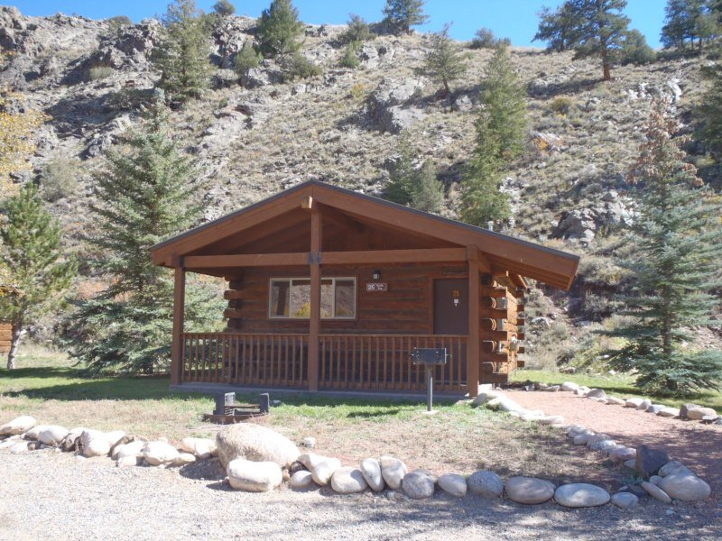 Comfortable and Clean 1 BR Cabin at Three Rivers Resort in Almont (#25), alquiler vacacional en Almont