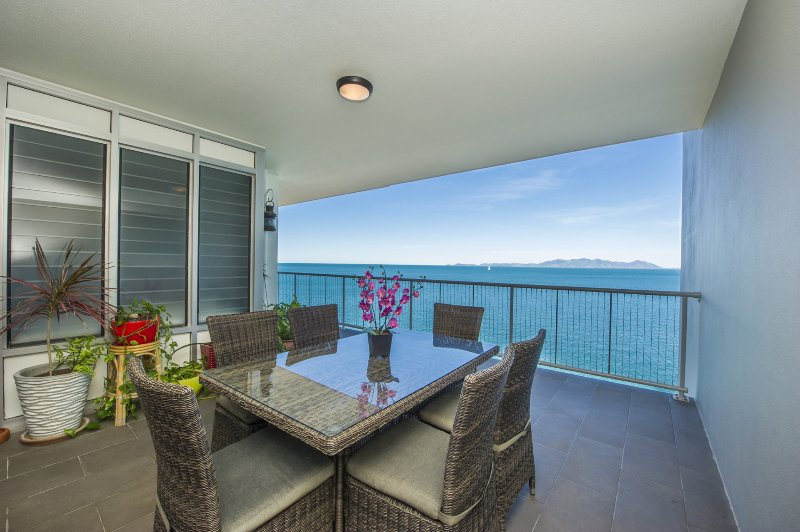1 Bright Point Apartment 5404, holiday rental in Magnetic Island