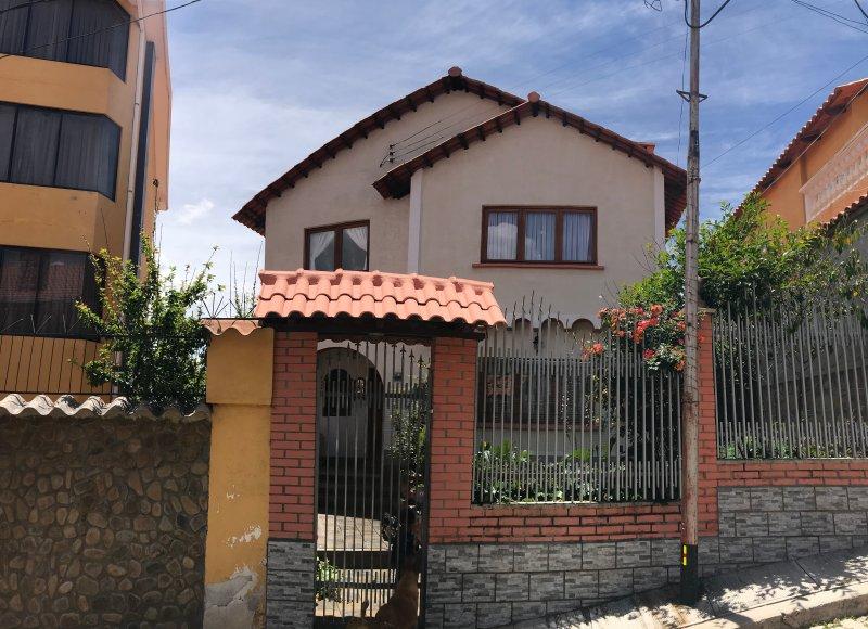 Casa cálida familiar de 2 pisos central, zona Sopocachi, location de vacances à La Paz