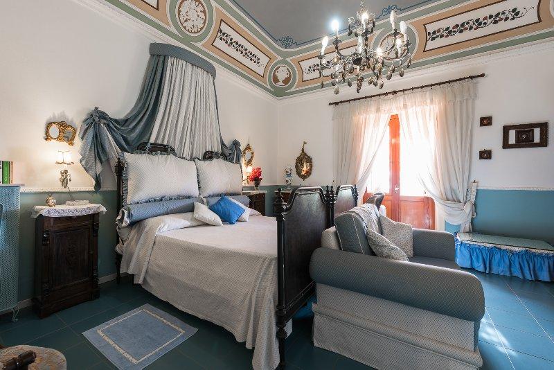 B&B  Villa Pittorino: camera padronale vista mare a Leni Isole Eolie, casa vacanza a Filicudi