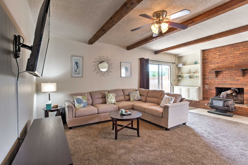 Book this ranch-style vacation rental home for your next trip to Tulsa!