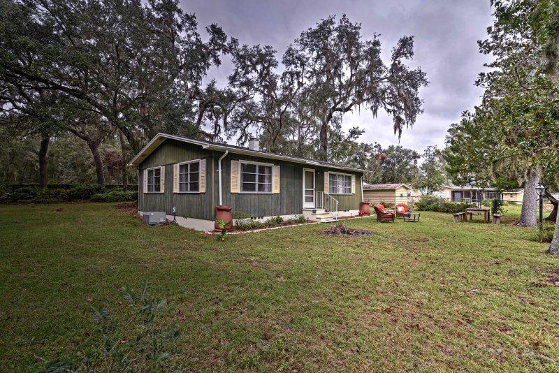 Esplora tutto il meglio di Central West Florida da questa lungolago Hernando casa!