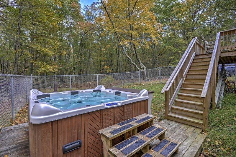Sea testigo de la belleza de los Poconos desde esta casa de alquiler de vacaciones en Bushkill.