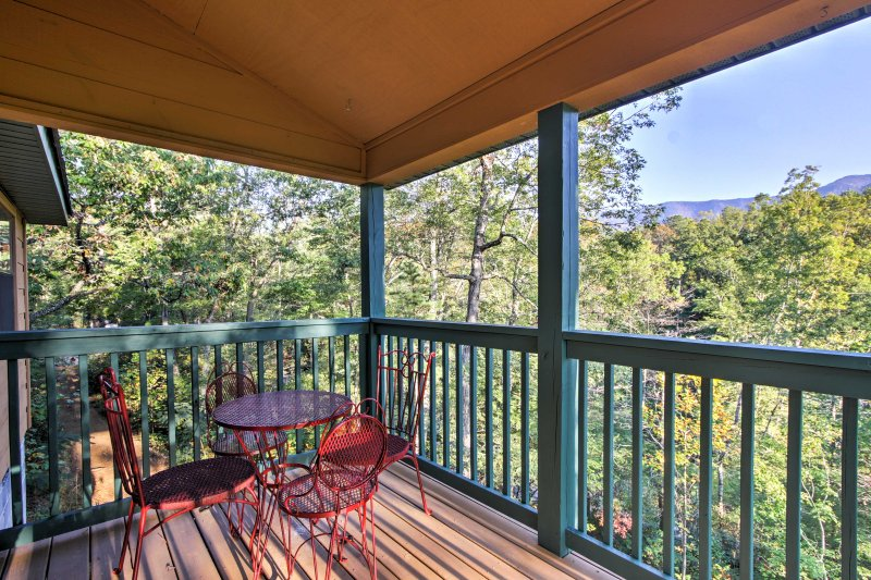 Take in the panoramic views at this vacation rental cabin in Gatlinburg!