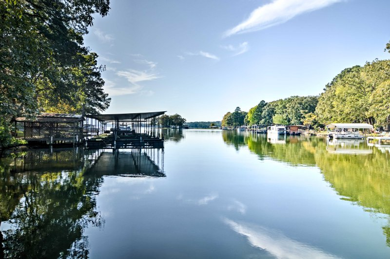 Quiet Hot Springs Home w/ Dock on Lake Hamilton!, holiday rental in Lake Hamilton