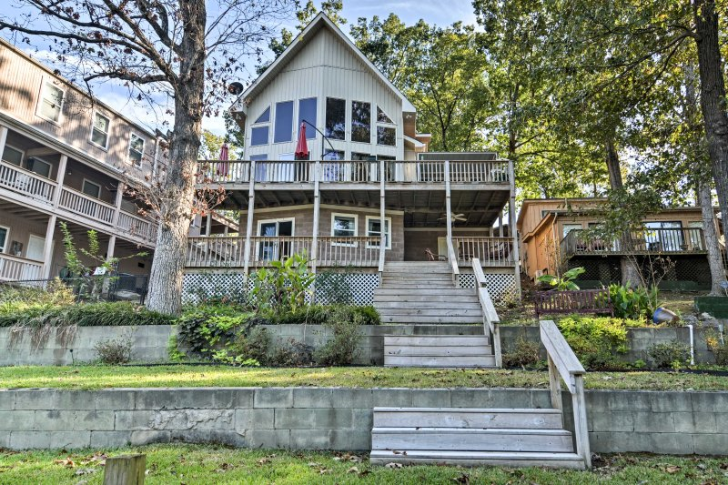 You'll have incredible views of Lake Hamilton from the private balcony and deck!