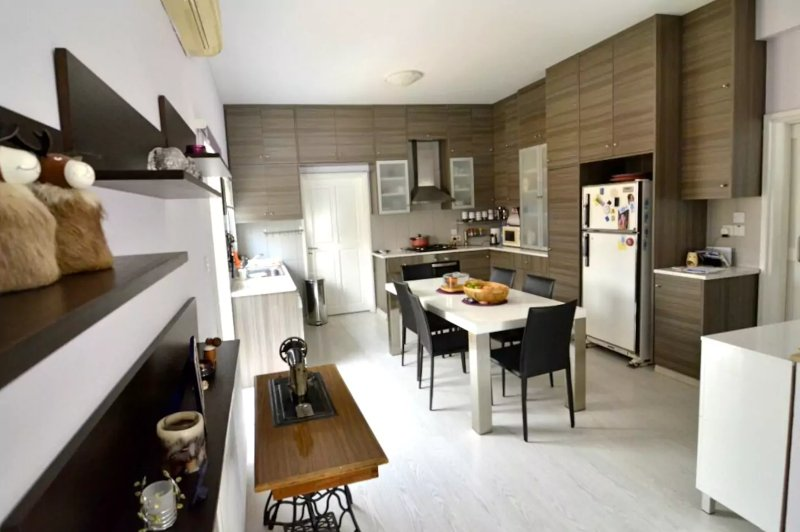 Central Renovated 3Bedroom House, Ferienwohnung in Nikosia
