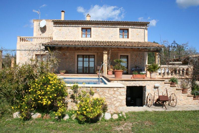 Sehr ruhig u. idyllisch gelegene Finca mit Pool, Top-Ausstattung und Küstenblick, holiday rental in Costa De Los Pinos