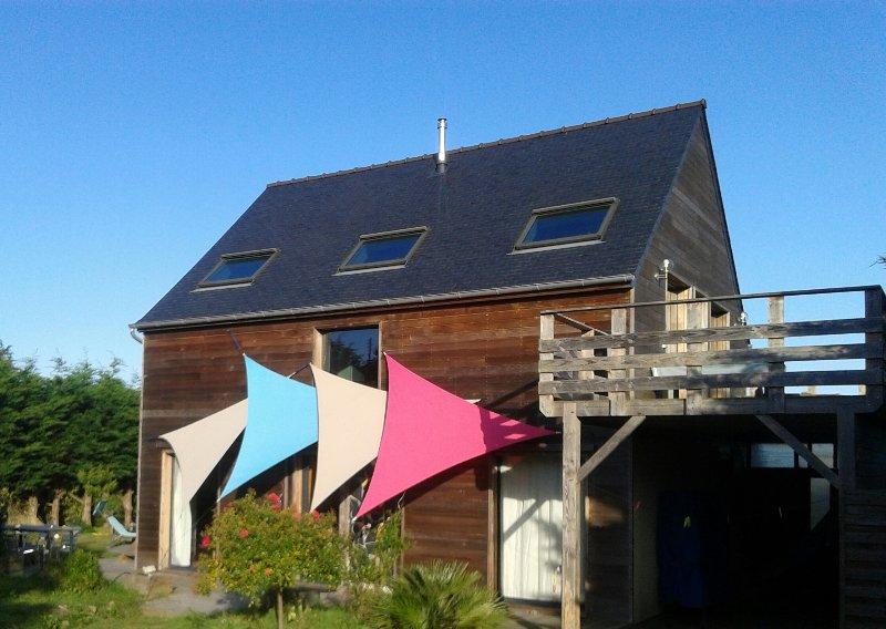 Cap d'Erquy Cap Frehel Maison d' architecte, 150 m2. SPLENDIDE vue mer 70 €/nuit, vacation rental in Erquy