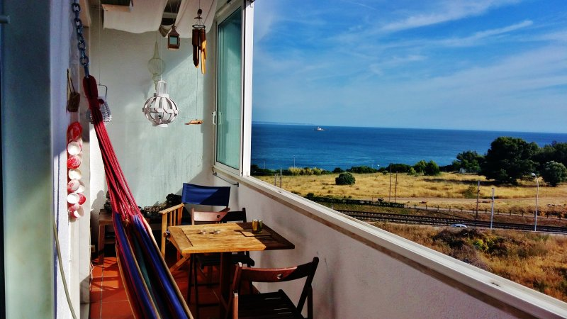 Charming apartment with sea view, Ferienwohnung in Paco de Arcos