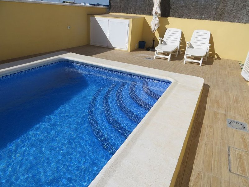 Luxury villa  with private  pool in Malaga  from 59€/night, holiday rental in Puente Genil