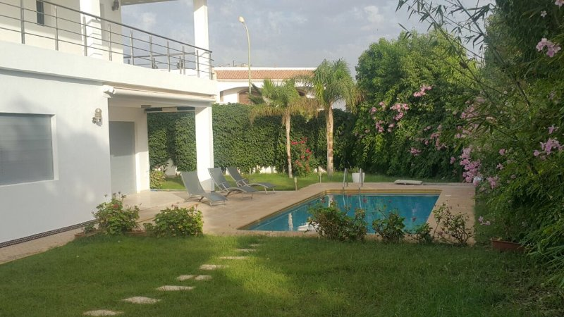 Luxurious 5 Bedrooms Villa with Swimming Pool, holiday rental in Agadir