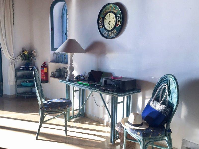 Desk, Wifi, Printer