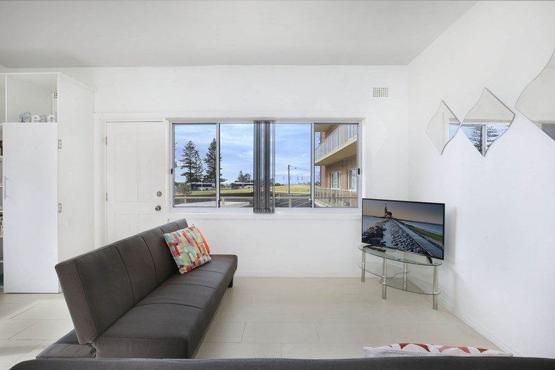 Seascape has it all!  Sun, Surf and City Sights. 2 bedroom in a unique location., alquiler de vacaciones en Wollongong