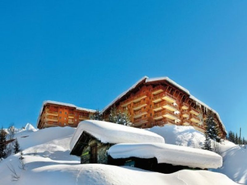 ChantelD - stunning ski in and out 4 bedroom apartment, with indoor pool, holiday rental in Les Arcs