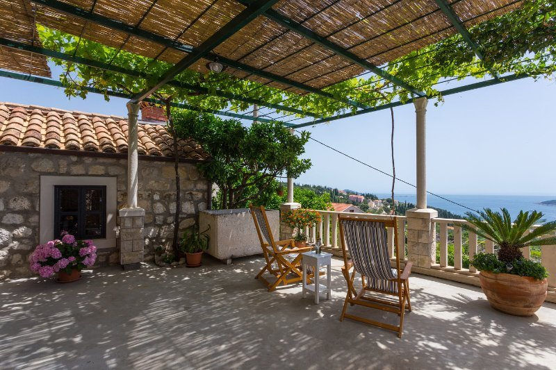 Traditional Croatian house Dolina, Orašac with stunning view to adriatic sea, holiday rental in Orasac