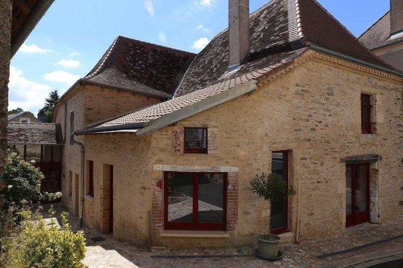 près Jumilhac le Grand Maison ancienne rénovée dans un petit village paisible, location de vacances à Saint-Jory-de-Chalais