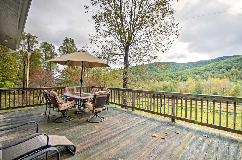 Your ultimate mountain getaway begins at this 2-bedroom, 1-bathroom vacation rental cabin in Candler.
