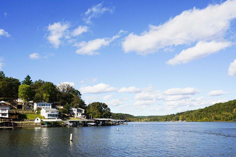 Genießen Sie einen ruhigen See Rückzug, während an diesem Seeufer übernachten 3-Schlafzimmer, 1-Bad Stover Ferienwohnung Haus!