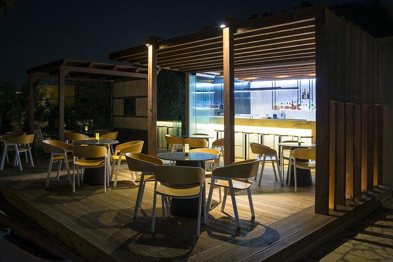 Pool bar by night