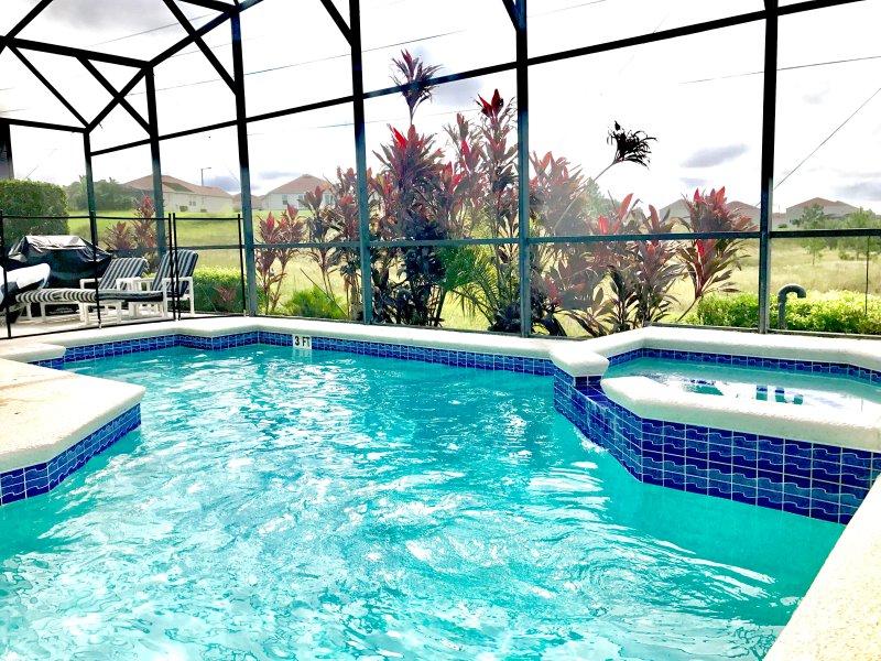 Private Pool & Spa met behoud uitzicht aan de achterzijde.