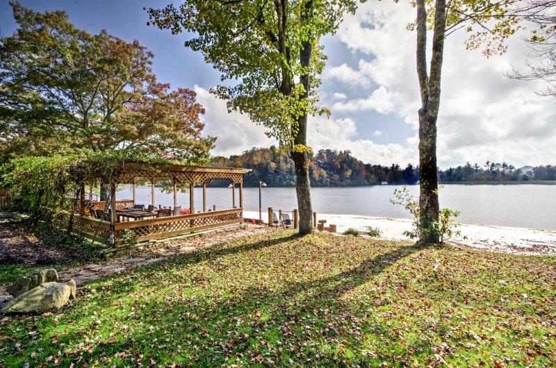 Descendez au bord du lac ou de la rivière!