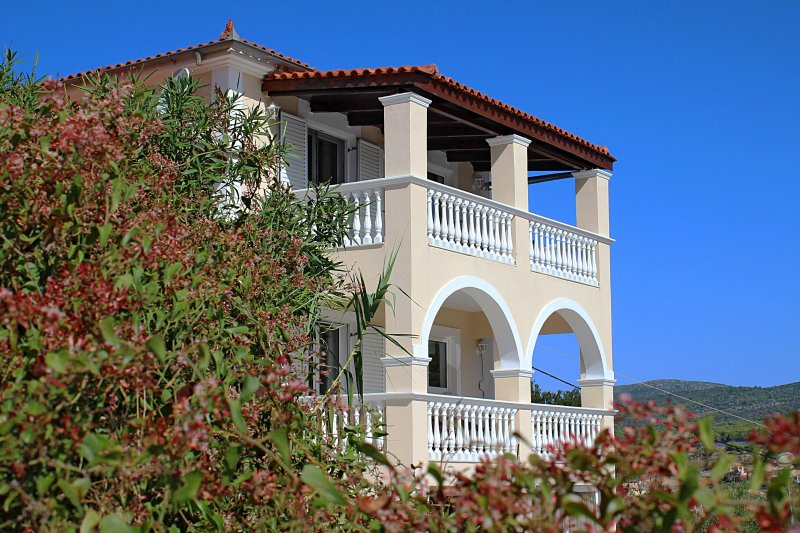 'Levante' a wonderful 2bedroom Country House, holiday rental in Kampi