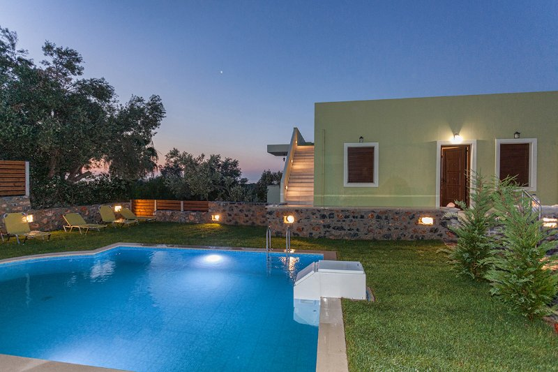 Lemon Mela Villa with Private Swimming Pool, location de vacances à Maroulas