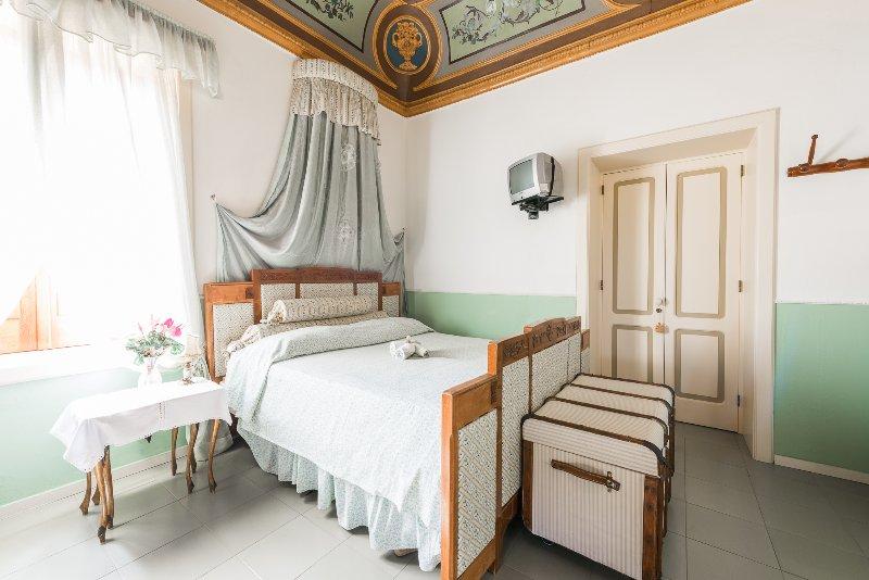 B&B  Villa Pittorino: suite padronale vista mare a Leni Isole Eolie, casa vacanza a Filicudi