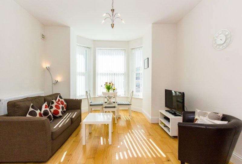 No. 1, Hambrough House; Luxury one bed apartment close to beach, location de vacances à Ventnor
