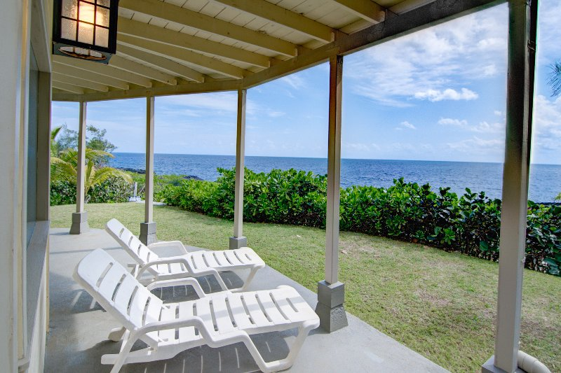 Kahikole: Oceanfront luxury in Hawaiian Paradise Park: views from the lower lanai