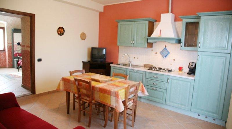 Appartamento bilocale Mamma Amelia - Gli Angeli Agriturismo, holiday rental in Cantone