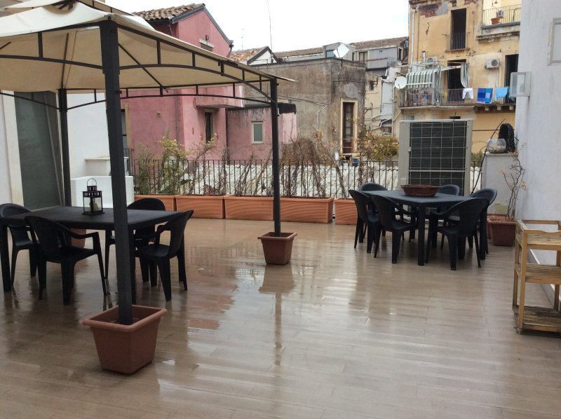 Big apartment with terrace & Wifi, holiday rental in Sant'Agata li Battiati