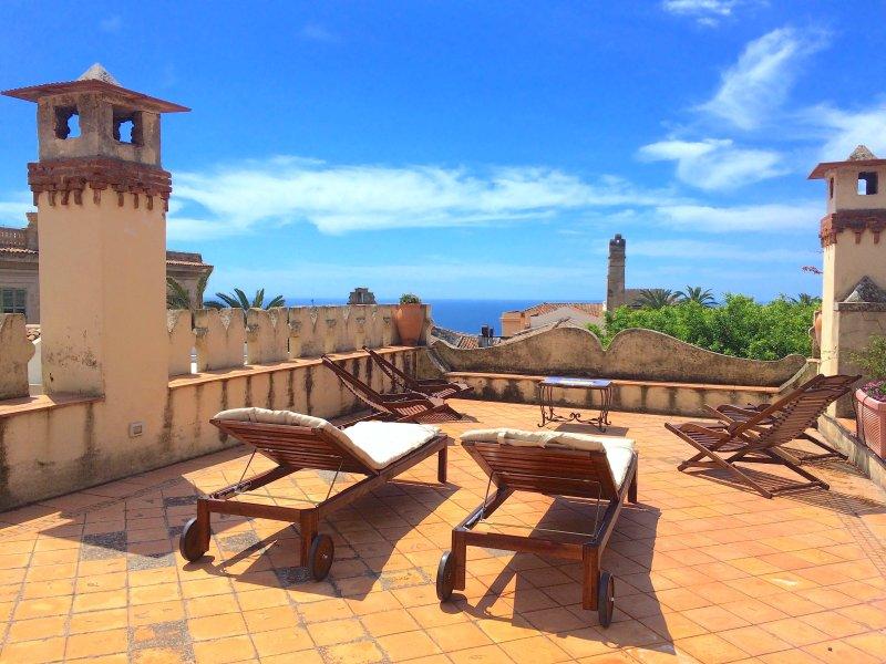 CASA MIMOSA TAORMINA Exclusive Use Sea View Terrace Garden, vacation rental in Taormina