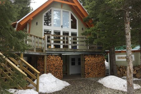 High Rustler House at Castle Mountain Resort, holiday rental in Crowsnest Pass